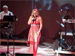 Googoosh forgot she has the mic. Funny!