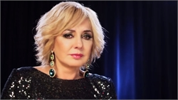 Googoosh tells jokes in her concert!